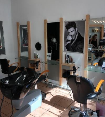 Salon in Solingen - Waschbecken